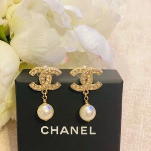 Chanel earrings small pearls